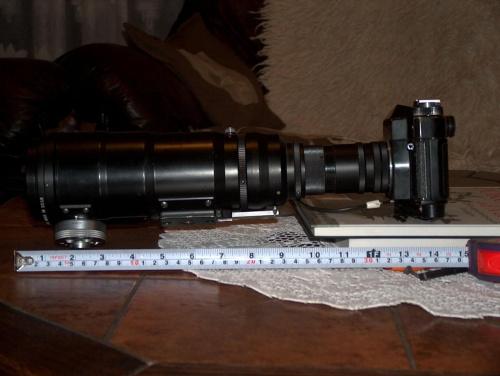 zenit 12 FS z obietywem o ogniskowej wynoszącej 300mm i do tego konwerter 5x i pierscien macro ;] moge robic komus zdj glowy z pol kilometra :D tylko szkoda ze to nie cyfrowy aparat
