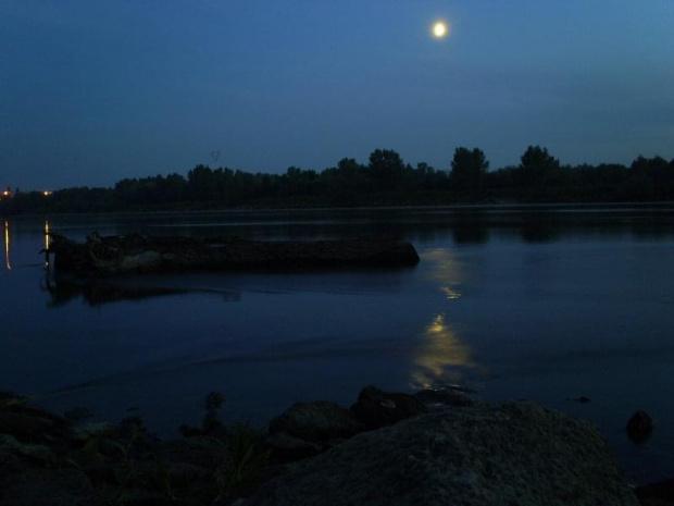 Wisła nocą #wisła #rzeka #odbicie #księżyc