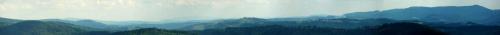 Powiększenie z Błatnego na południe. Na pierwszym planie Beskid Śląski, Mala Fatra - fragmenty Fatry Krywańsjiej i Luczańskiej z Martinskim Holem i Kl'akiem, Góry Strażowskie -Strażów.