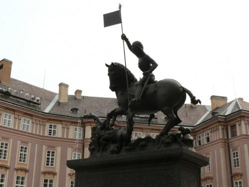XIV w. rzeżba św. Jerzego walczącego ze smokiem #Praga