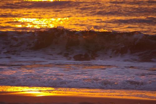 Zachód słońca na plaży w Unieściu