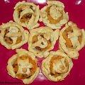 Mini placuszki z ciasta francuskiego .Przepisy na : http://www.kulinaria.foody.pl/ , http://www.kuron.com.pl/ i http://kulinaria.uwrocie.info #CiastoFrancuskie #placki #mięso #jedzenie #gotowanie #kulinaria #PrzepisyKulinarne