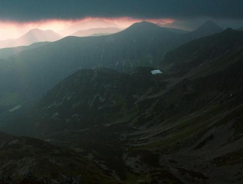 Rohacki Staw, Spalona Dolina - widok ze Spalonej w chmurny poranek #góry #masyw #mountain #RohackiStaw #Rohacze #Spalona #Tatry #Zachodnie